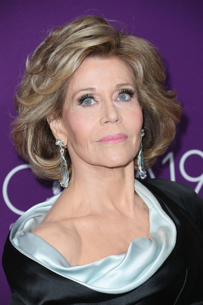 Jane Fonda styled her hair into a wavy bob for the Costume Designers Guild Awards.