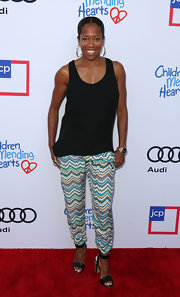 A pair of black sandals with studded heels added a chic flair to Regina King's casual ensemble.