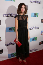 Abigail Spencer completed her red-themed accessories with a classic envelope clutch.