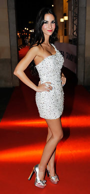 Sila Sahin wore a pair of silver platform sandals with her beaded dress for a totally glamorous look.
