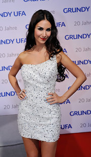 Sila Sahin looked super-chic at the GrundyUFA anniversary gala in a beaded white one-shoulder dress.