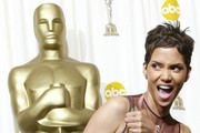 402719 184:  Actress Halle Berry poses with her Best Actress in a Leading Role Oscar for