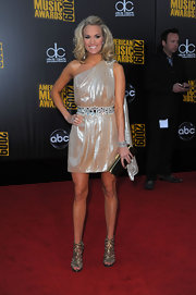Carrie topped off her metallic look with bronze heels.
