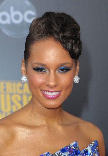 More Pics of Alicia Keys Diamond Studs (1 of 16) - Alicia Keys Lookbook - StyleBistro