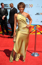 Wendy Raquel Robinson looked ultra-glam in a gold one-shoulder dress with an asymmetrical hem.