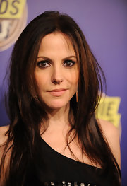 Mary-Louise Parker brought her A-game to the mtvU Woodie Awards in a sexy and slightly messy straight haircut.