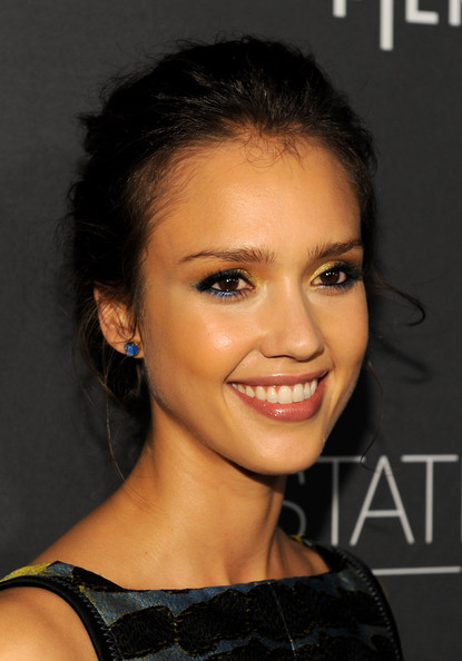jessica alba eye makeup. Actress Jessica Alba arrives