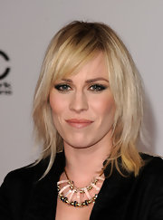 Natasha Bedingfield emphasized her eyes with smoky neutral shades of shadow for the 2012 American Music Awards.