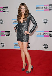 Stana Katic kept the shimmer going all the way down to her silver platform pumps.