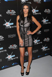 Jessica looked smokin' hot in a paneled Spring 2010 cocktail dress with platform pumps and dark, sultry waves.