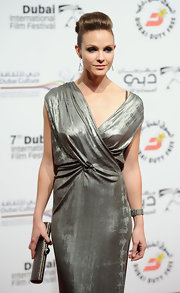 Beau Garrett paired her gleaming metallic gown with a matching sleek Raven Kauffman clutch.
