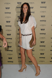 Minka looked stunning as always in a white sheer dress. She completed her look with on trend nude pumps.