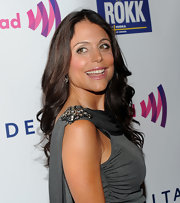 Bethenny Frankel showed off her long brunette curls while walking the red carpet.