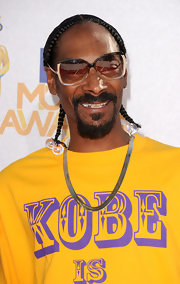 Snoop sported his signature corn row with clear hair ties.