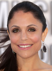 Bethenny Frankel created a smoky eye using shimmering metallic shadows and lots of black liner and mascara.