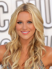 Stephanie Pratt stayed true to her California girl ways with a bronzed glow and dramatic lashes.