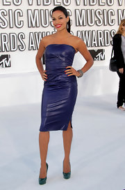 Actress Rosario Dawson attended the 2010 MTV Video Music Awards wearing an oxidized sterling silver and pave diamond multi-chain bracelet.