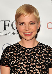 Michelle Williams kept her look fresh and natural with subtle pink lipgloss.