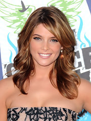 Ashley opted for bronze makeup which complemented her honey-hued locks.