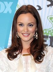 Leighton Meester topped off her beautiful look with dangling earrings.