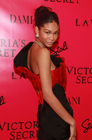 Chanel Iman paired her ultra glam gown with exquisitely groomed eyebrows and pale eyeshadow.