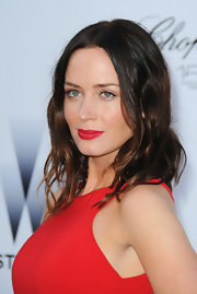 Emily Blunt added a spicy touch to her look with crimson lips.