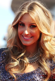Laura Dundovic looked super pretty with her long bouncy waves at the 2011 ARIA Awards.