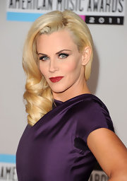 Jenny McCarthy wore her hair in sexy, side-swept curls at the 2011 American Music Awards.