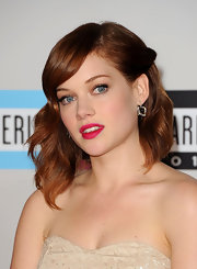 Jane Levy wore a pair of Cobblestones earrings in 18-carat noble gold with rock crystal and diamonds at the 2011 American Music Awards.