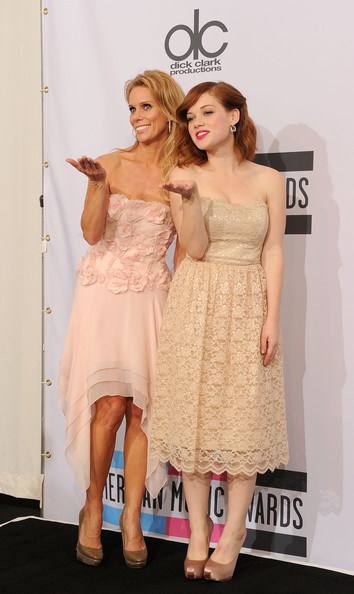 Jane Levy wore a strapless cream lace dress with champagne satin heels to the 2011 American Music Awards.