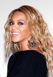 Beyonce wore metallic shades of gray and plum shadow to create her smoky-eyed look at the 2011 'Billboard' Music Awards.