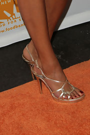 Hoda Kotb arrived at the Can-Do Awards Dinner in a sexy pair of gold colored strappy sandals.