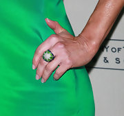 Tracey wore a vibrant green cocktail ring with crystal detailing.