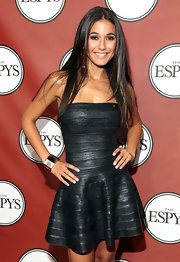 Emmanuelle Chriqui opted to focus the attention on her sexy dress by keeping her hair straight and sleek.