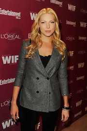 At the 'Entertainment Weekly' soiree, Laura opted for casual golden curls.