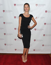 Gisele topped off her LBD with classic nude stilettos.