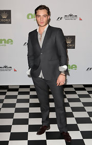 Ed Westwick paired his brown oxfords with a slate gray suit what was perfectly suited for the swanky event.