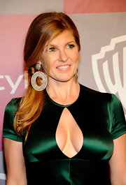 Connie Britton paired her emerald green gown with silver and gold cut-out oval earrings with diamonds.