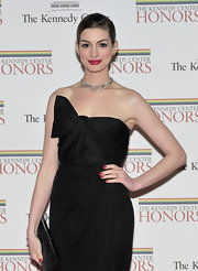 Anne Hathaway attended the 2011 Kennedy Center Honors Gala wearing an antique diamond star choker, diamond stud earrings and a 1920s diamond bangle bracelet.