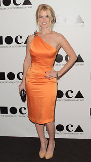 Alice Eve topped off her satin orange cocktail dress with nude platform pumps.