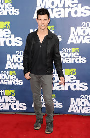 Taylor donned a black leather jacket with gray jeans for the MTV Movie Awards.