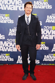 Peter looked dapper at the MTV Movie Awards in a 3-piece pinstripe suit.