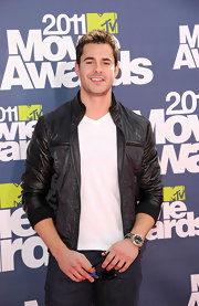 Jayson donned a black lather jacket with a white tee for his casual look at the MTV Movie Awards.