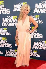 Alyson Michalka added glamour to her peachy gown with a gold frame clutch.