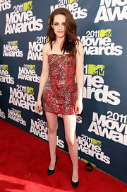 Kristen Stewart sizzled at the MTV Movie Awards in sultry pointy black patent Pigalle pumps.