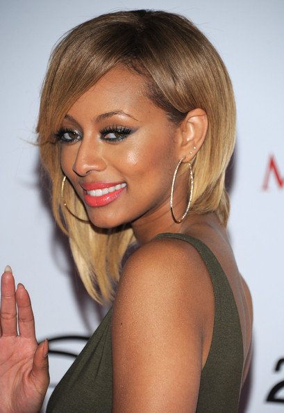 Keri Hilson walked the red carpet with gold hoop earrings that were encrusted with gemstones.