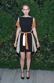 Leelee Sobieski attended the MoMa Party in black ankle strap pumps with tan platforms.