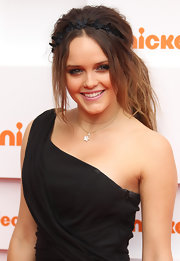 Rebecca Breeds wore her hair in a super playful ponytail at the Nickelodeon Kids' Choice Awards. The addition of a black floral headband kept the look sweet and youthful.