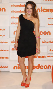 Rebecca Breeds looked prepossessing in a one-shoulder LBD at the Kid's Choice Awards.