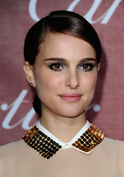Actress Natalie Portman highlighted her rosy cheeks with well defined delicate lashes.